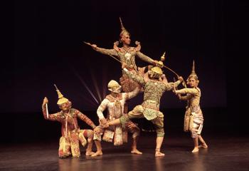 La Escuela de Estudios de Arte Dramático de Bangkok se presenta en el Teatro de la Danza