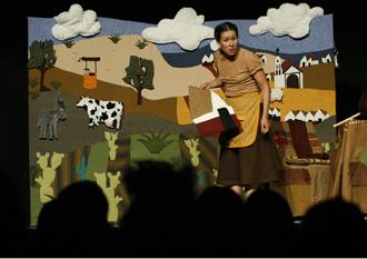Lágrimas de agua dulce con la dirección escénica de Perla Szuchmacher se presenta en el Teatro El Granero, mayo 2009