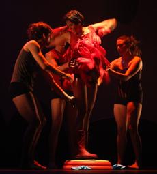Lux Boreal presenta la coreografía Scrabble en el Teatro de la Danza, mayo 2009