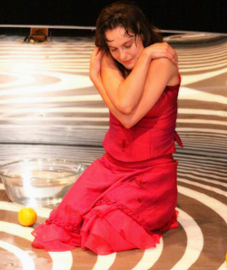 Florencia Sandoval presenta la coreografía Tentación en el Teatro Santa Catarina de la UNAM, junio 2009