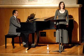 Lourdes Ambriz acompañada al piano por Joel Almazán presentes en el homenaje que Conaculta y el Instituto Nacional de Bellas Artes rinderon en memoria del centenario del nacimiento de Miguel Bernal Jiménez, febrero 2010